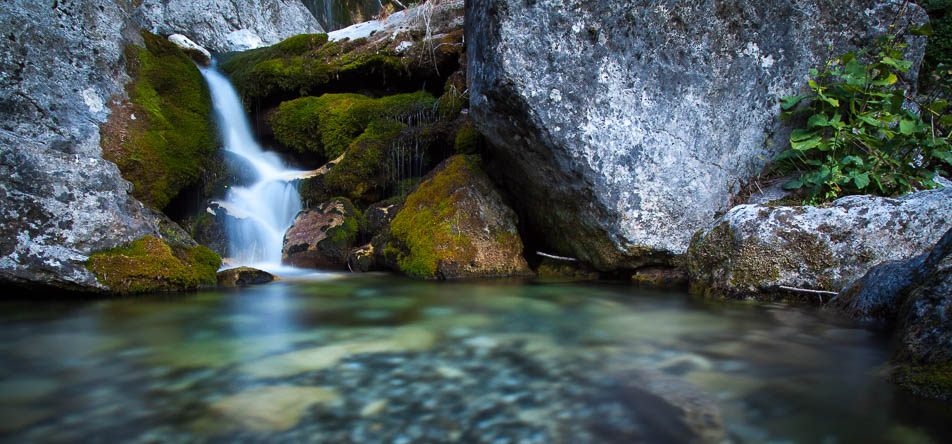 Ein Wasserfall in Albanien nähe Theth